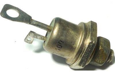 Triak KT728/400 400V/15A  100mA - povrchová oxidace