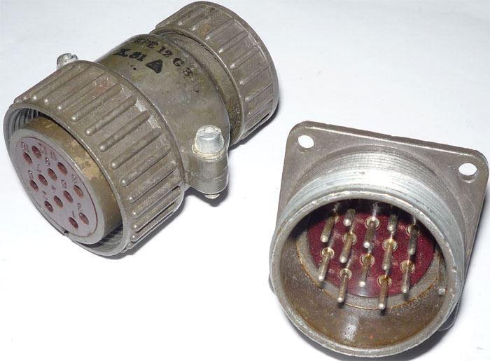 Vojenský konektor ŠR32 B12 se zdířkou ŠR32 KPE12