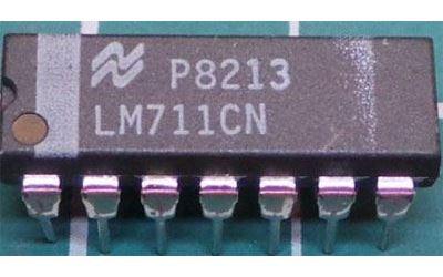 LM711CN - dvojitý komparátor, DIL14