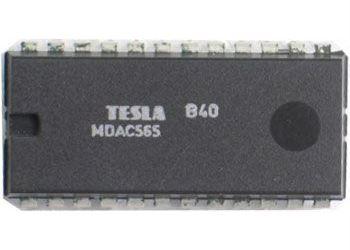MDAC565 - 12bitový D/A převodník, DIL24