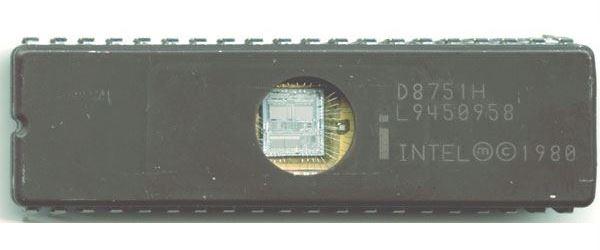8751H - 8-bit mikrocontroler 4k+8 EEPROM DIP40, /D8751H/