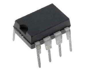 MAX666 - regulátor napětí, DIL8