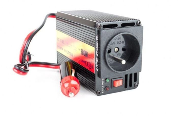 Měnič napětí 12V/230V+USB 200W, CARSPA, modifikovaná sinusovka