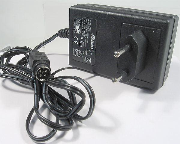 Napáječ, síťový adaptér Foxlink 12V/2,4A spínaný, koncovka 4p