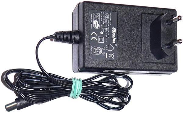 Napáječ, síťový adaptér Foxlink 12V/2,4A spínaný, koncovka 5,5x2,1mm