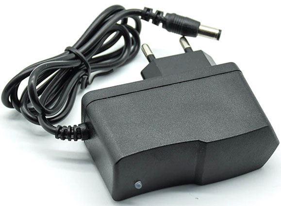 Napáječ, síťový adaptér 5V/2,5A spínaný,koncovka 5,5x2,5mm