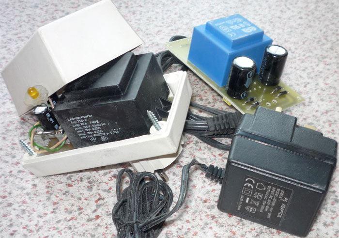 Napáječ, síťový adaptér 3ks, použité