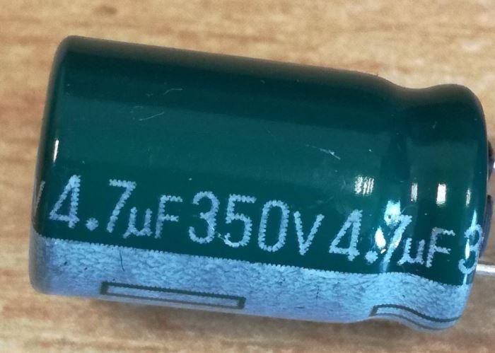 4u7/350V 85°C10x17x5mm, elektrolyt.kondenzátor radiální