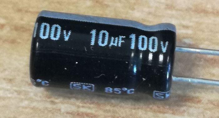 10u/100V 85°C 7x12x2,5mm, elektrolyt.kondenzátor radiální
