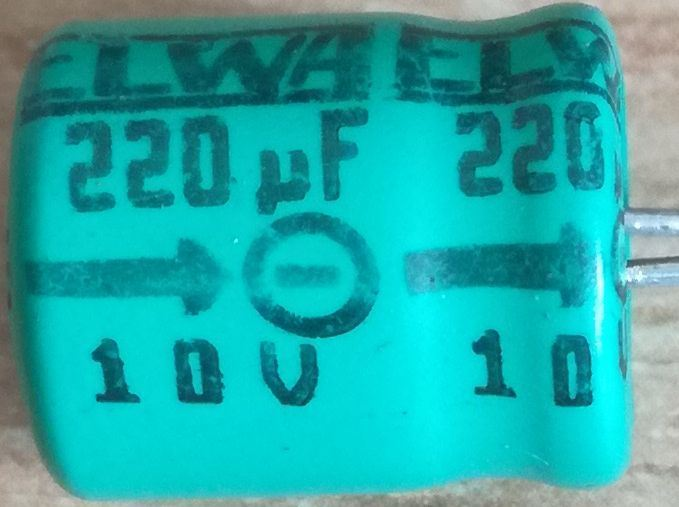 220u/10V 85° 10x12x5mm, elektrolyt.kondenzátor radiální