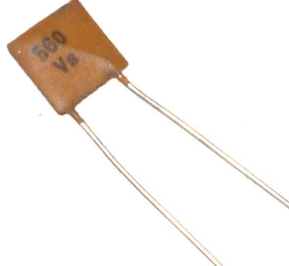 560pF/40V TK794, keramický kondenzátor