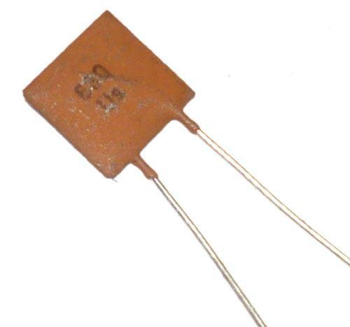680pF/40V TK774, keramický kondenzátor