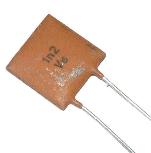 1n2/40V TK794, keramický kondenzátor