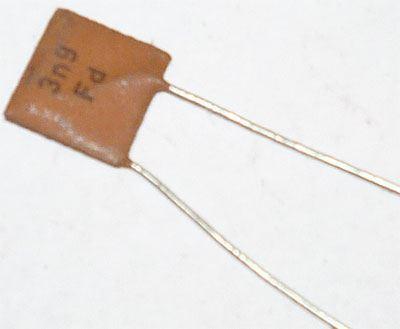 3n9/250V TK725, keramický kondenzátor