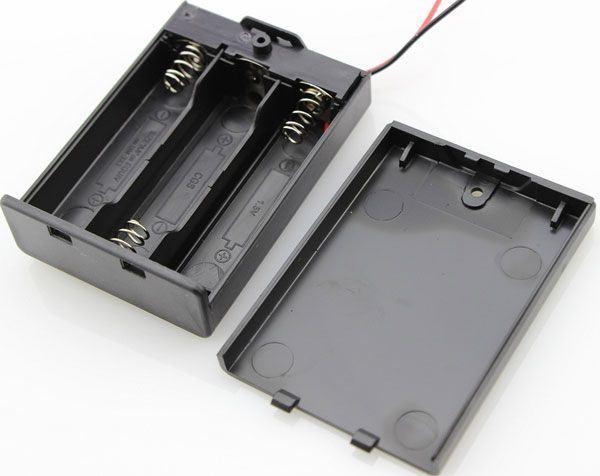 Držák baterie 3xR6/AA/UM3 s víčkem
