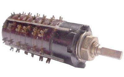 Přepínač otočný WK53302, 2-8poloh, 3pakety, hřídel 3x12mm