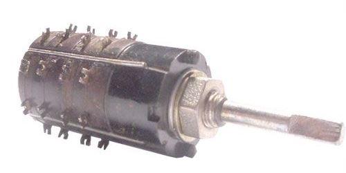 Přepínač otočný WK53312, 2-8poloh, 2pakety, hřídel 3x20mm