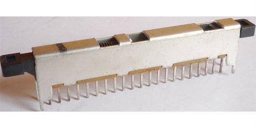 Přepínač posuvný 7pólový s vratnou pružinou. l=56mm