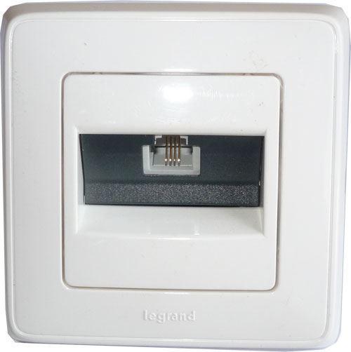 Telefonní zásuvka 1x RJ11 pod omítku Legrand