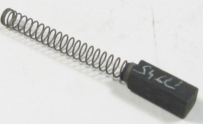 Uhlík 5x5x12mm