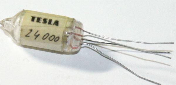 Krystal 24MHz, sklo 9x25mm, 4 vývody