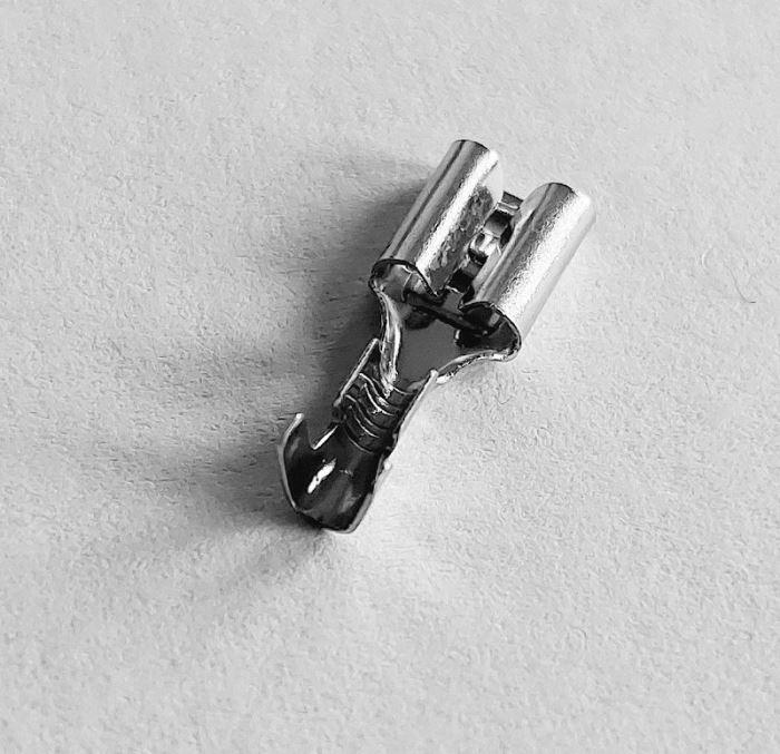 Faston-zdířka 4,8mm neizolovaná, kabel do 1mm2