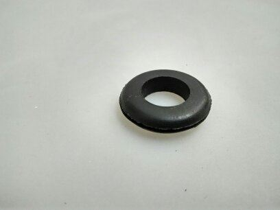 Průchodka gumová pro kabel 11mm do otvoru 16mm o síle stěny 2mm