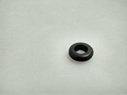 Průchodka gumová pro kabel 9mm do otvoru 12mm o síle stěny 2mm