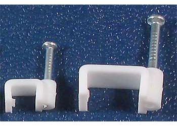Kabelová příchytka plochá 7x4,7mm bílá